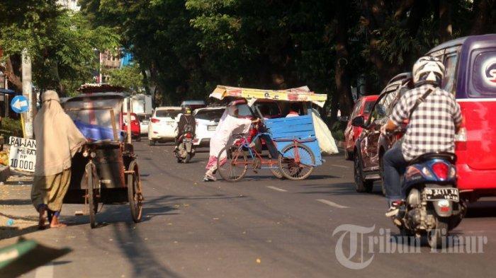 FOTO: Manusia Gerobak Mulai Menjamur di Jl Hertasning - manusia-gerobak-1.jpg