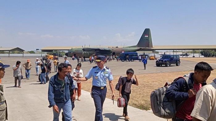 BREAKING NEWS: Komandan Lanud Sultan Hasanuddin Sambut 172 Pengungsi Wamena