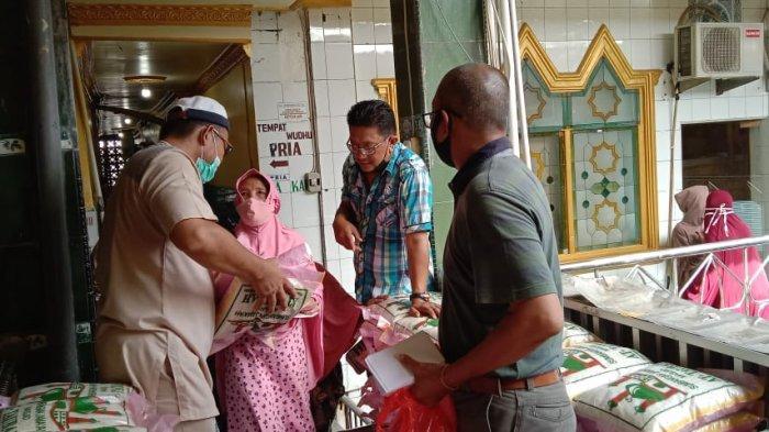 Masjid At-taubah Pasar Sentral Sengkang Bagikan Santunan