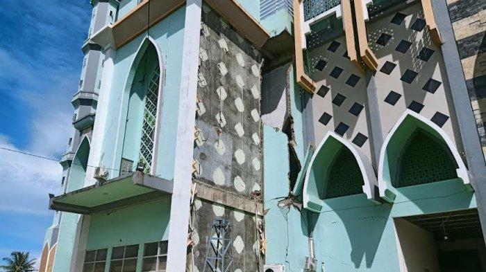 213 Masjid dan 39 Gereja di Sulbar Rusak Akibat Gempa Magnitudo 6.2 SR