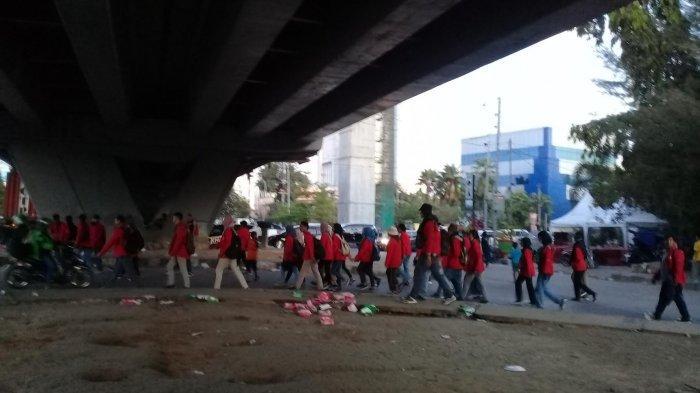 Magrib, Aksi Demonstrasi Mahasiswa di DPRD Sulsel Bubar