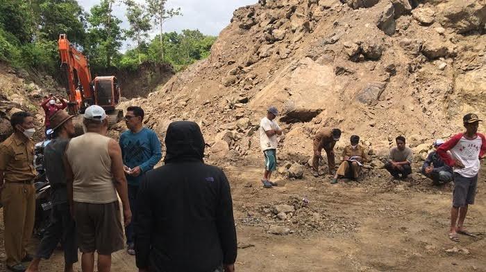 Tinjau Lokasi Tambang di Baccara, Legislator Sinjai Minta Buka Isi Perjanjian Warga dan Pengusaha
