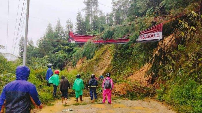 Hujan Deras, Longsor Tutup Jalan Poros Mamasa-Mamuju