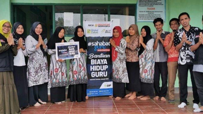 ACT Salurkan Bantuan Biaya Hidup kepada Guru MTs Nurul Falah Laburasseng Bone