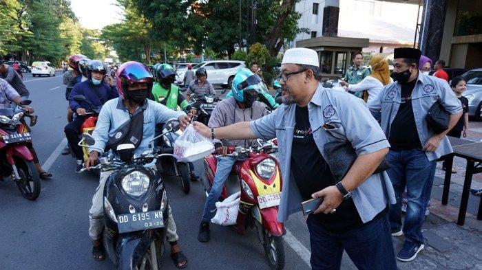 Mercedes Benz Club Makassar Bagikan 720 Box Makanan Buka Puasa