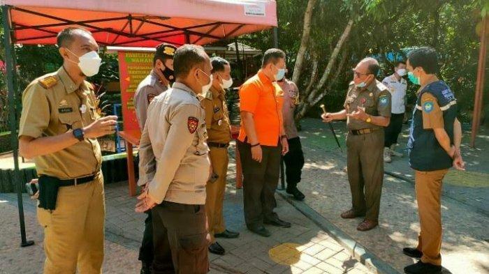 Satpol PP dan Tim Gugus Covid-19 Bubarkan Kerumunan Pengunjung Wisata Kebun Gowa