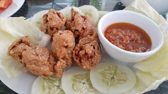 Menikmati Gurihnya Ayam Goreng Wijen di Ramayana Hotel Makassar