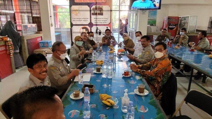 Kunjungi Unhas, Mentan Syahrul Yasin Limpo Sempatkan Ngopi di Kantin Fakultas Hukum