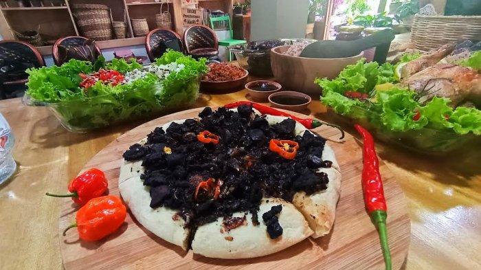 Yuk Icip Pizza Pamarrasan di Sulawesi Castel Toraja, Menu Sehat Pakai Keluak Hitam dan Lada Katokkon