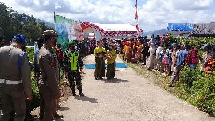 Masyarakat Kampoeng Galung Sinjai Sambut Kedatangan Sandiaga Uno