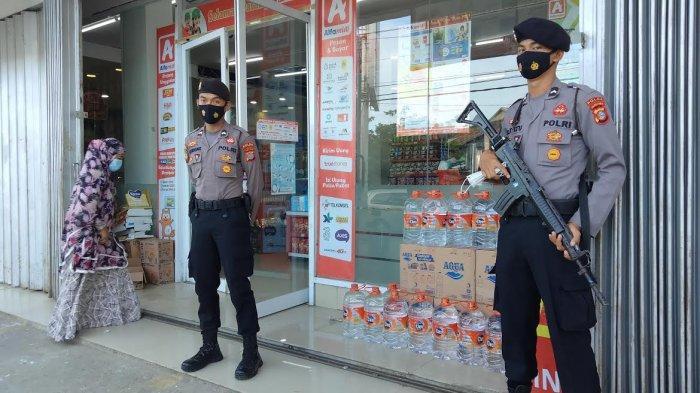 Antisipasi Penjarahan, Minimarket di Mamuju Dijaga Polisi Bersenjata Laras Panjang