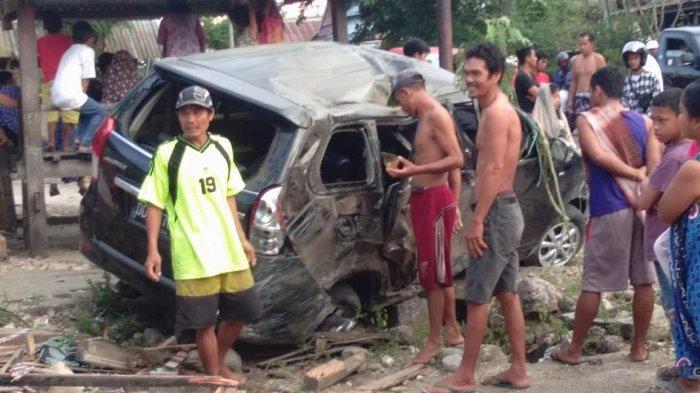 Hilang Kendali, Mobil Warga Bantaeng Seruduk Tiang Listrik di Manjangloe Jeneponto