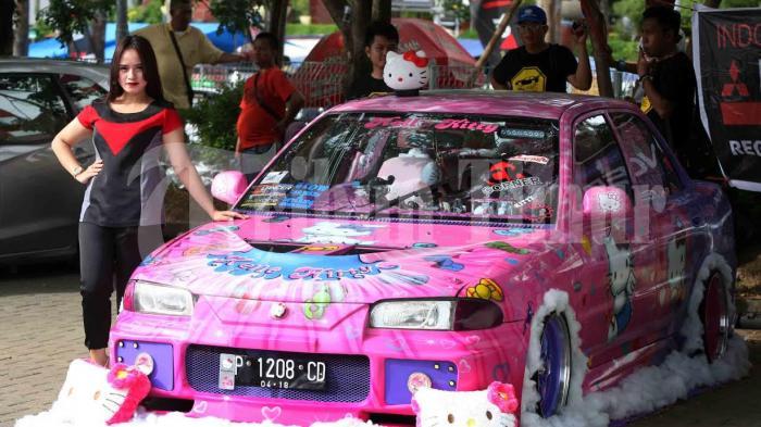 Foto Mobil Mitsubishi Lancer Evo 3 Disulap Jadi Hello Kitty Tribun Timur