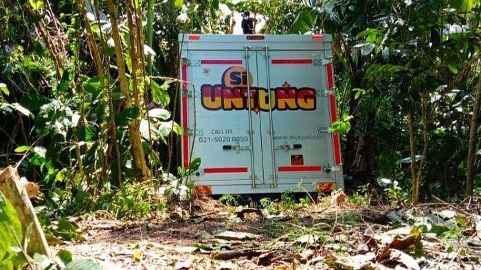 Hilang Kendali, Mobil Kampas 'Si Untung' Terperosok ke Jurang di Mengkendek Toraja