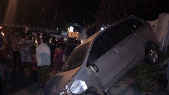 Mobil Avanza Dikejar Warga Usai Tabrak Pejalan Kaki di Mamaju, Begini Kondisinya