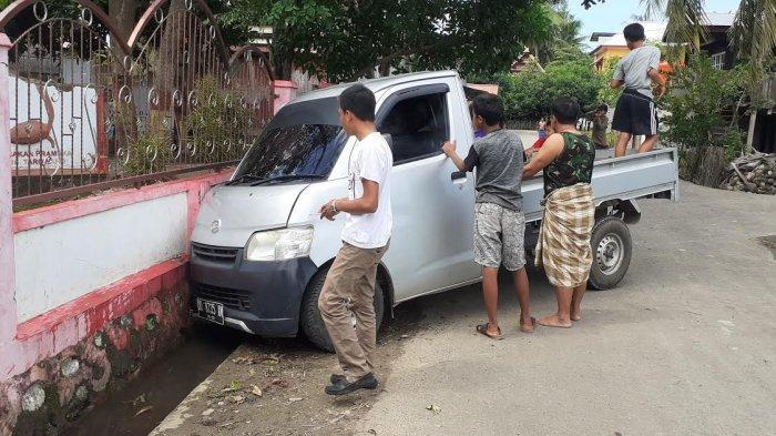 Diduga Salah Injak Rem, Sopir Mobil Pick Up di Jeneponto Tabrak Tembok Kantor UPT