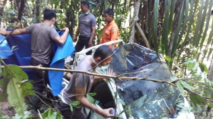 BREAKING NEWS: Laka Tunggal di Poros Palopo - Toraja, Sopir Mobil Pickup Tewas di TKP