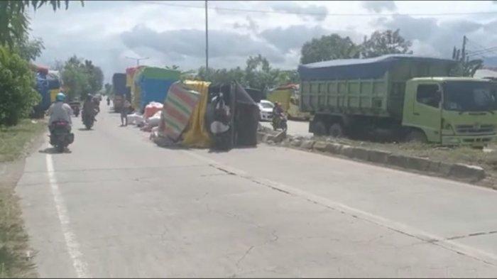 Sopir Diduga Mengantuk, Truk Terguling Usai Tabrak Pembatas Jalan di Barru