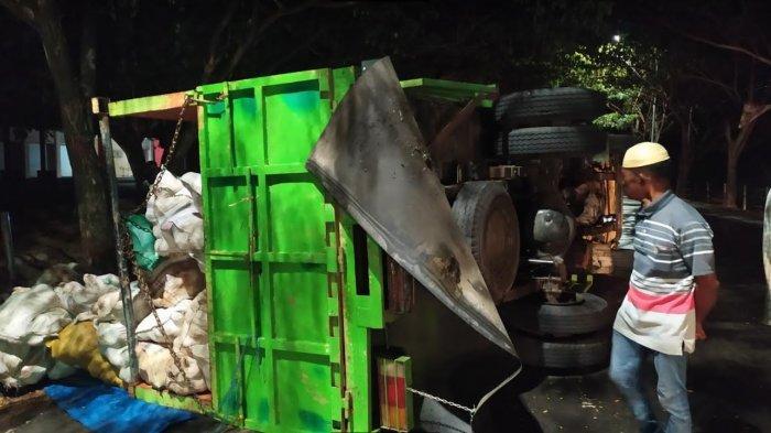 Ban Meletus, Mobil Truk Asal Bulukumba Terbalik di Bantaeng