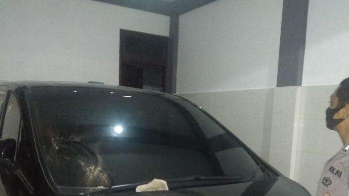 Ngamuk, Ibu-ibu di Makassar Lempari Rumah Warga Jl Andi Mappanyukki