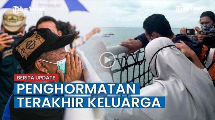 VIDEO: Isak Tangis Keluarga Warnai Momen Tabur Bunga Usai Pencarian Sriwijaya Air SJ-182 Dihentikan