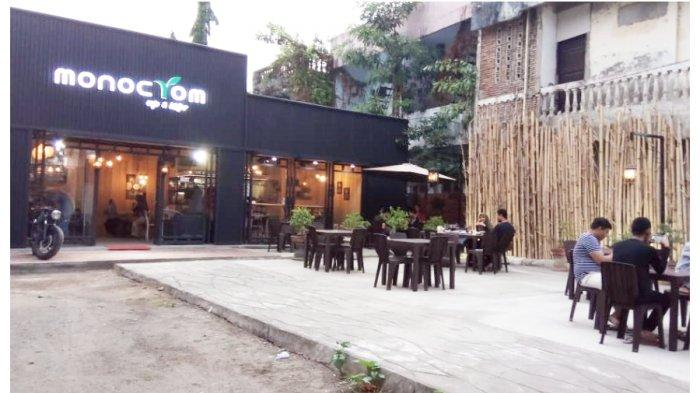Monocrom Cafe & Bistro, Cafe Kekinian Bernuansa Klasik di Sinjai