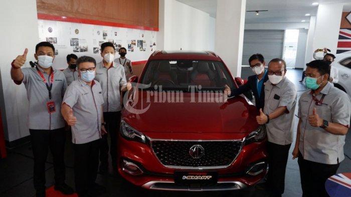 FOTO: Magnify, Mobil Pintar Morris Garage Resmi Mengaspal di Makassar