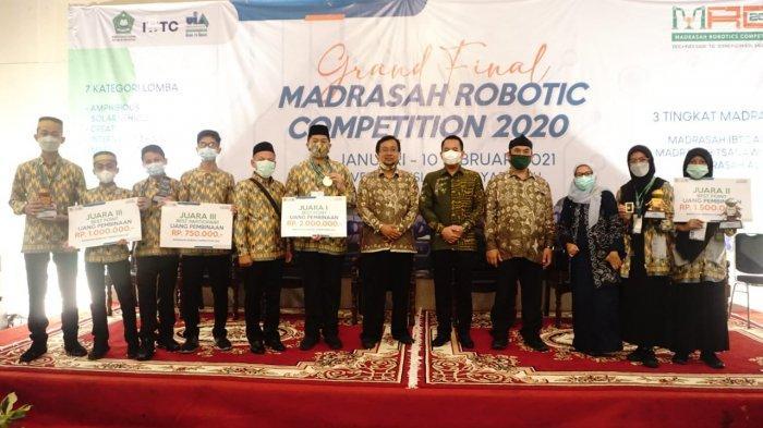 7 Siswa MTsN 1 Makassar Juara Kompetisi Robotik Nasional