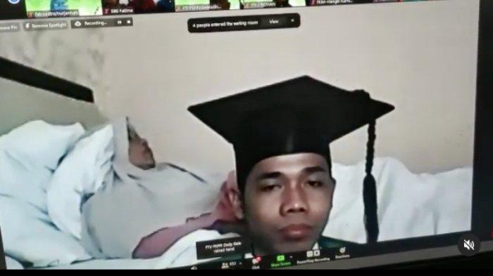 Momen Mengharukan Mahasiswa FTI UMI Diwisuda di Samping Ibu yang Sakit, Lihat Videonya di Instagram