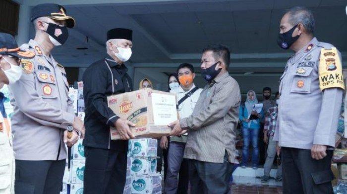 Bupati Enrekang Muslimin Bando Salurkan Tiga Truk Bantuan ke Korban Gempa di Majene