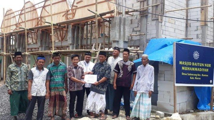 Bosowa Salurkan 500 Zak Semen untuk Pembangunan Masjid Baitun Nur Muhammadiyah