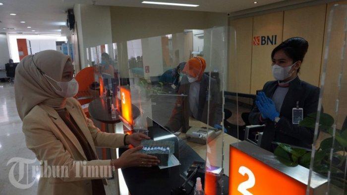 FOTO: Pelayanan Bank BNI Sambut HUT ke-75