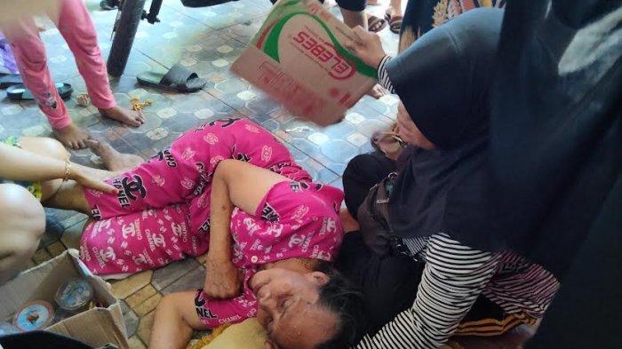 Nenek Mina Histeris Saksikan Rumahnya Hangus Terbakar di Jl Muh Tahir Makassar