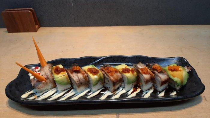 Nikmatnya Jumbo Dragon Roll, Menu Favorit di Sushi Tei Makassar
