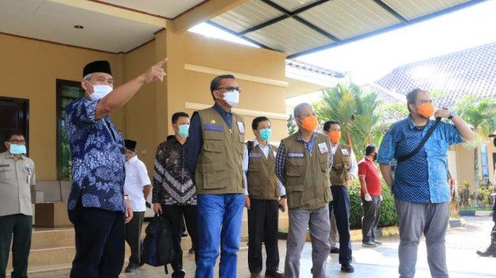 Pantau Penanganan Corona di Luwu Timur, Gubernur Sulsel Juga Serahkan APD