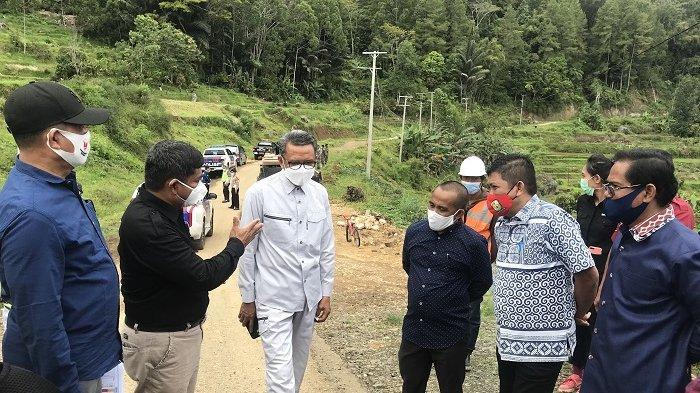 Nurdin Abdullah Tinjau Pengerjaan Jalan Provinsi Toraja Utara-Sulbar