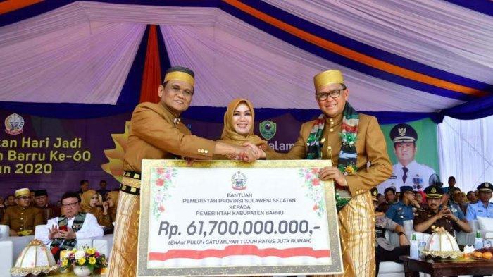 HUT Barru, Nurdin Abdullah Serahkan Bantuan Keuangan Daerah Rp 61,7 Miliar
