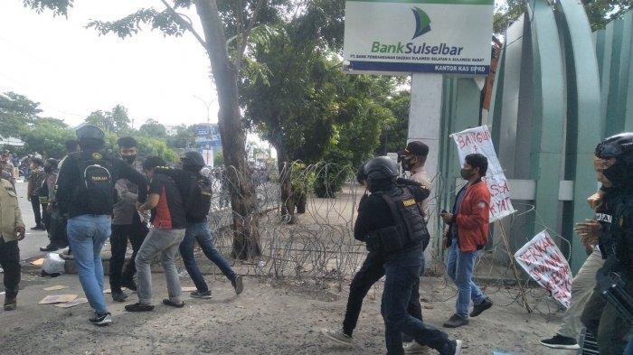 37 Demonstran Tolak RUU Omnibus Law di Makassar Ditangkap, LBH:  Polisi Tak Mau Kasih Ketemu