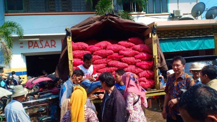 Operasi Pasar Bawang Merah di Surabaya Diserbu Pembeli