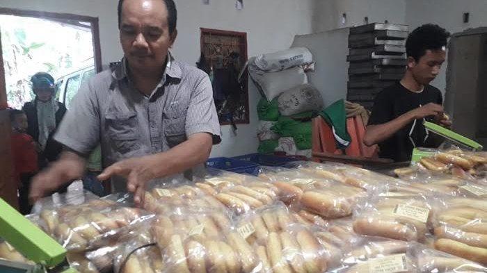 Daeng Haris Rintis Usaha Roti di Desa Sinjai Hingga Tembus Pasar di 3 Kabupaten
