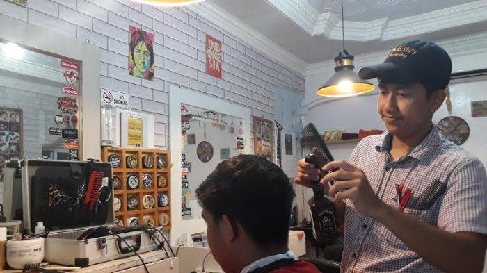 Potong Rambut Di Barbershop