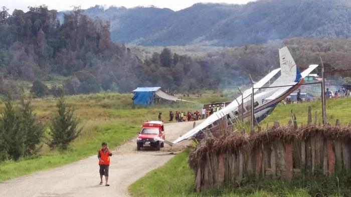 Warga Pinrang Nyaris Kecelakaan Pesawat di Papua