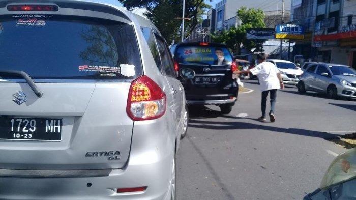 Public Service: Pak Ogah Masih Beraksi di Jalanan Makassar