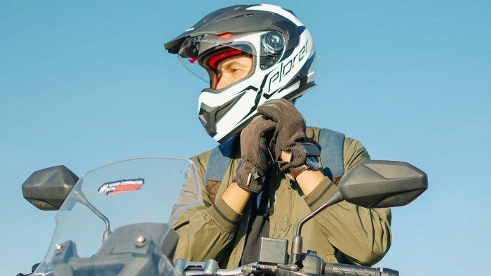 Pakai helm dengan benar sebelum berkendara