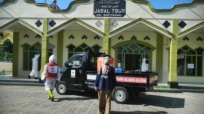 FOTO: PMI Sulsel Support PMI Jeneponto Lakukan Penyemprotan Massal - palan09.jpg