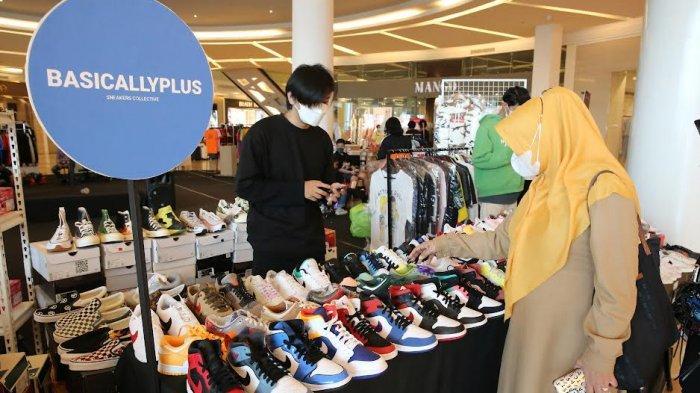 """FOTO: Brand Sepatu Sneakers Meriahkan Market Society """"Sneakers Section"""" di TSM - pameran-south-market-society-sneakers-section-di-trans-studio-mall-1.jpg"""