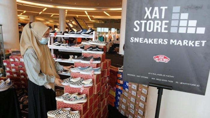 """FOTO: Brand Sepatu Sneakers Meriahkan Market Society """"Sneakers Section"""" di TSM - pameran-south-market-society-sneakers-section-di-trans-studio-mall-2.jpg"""