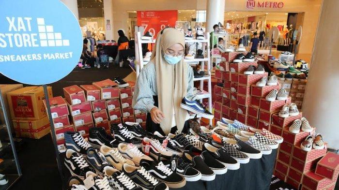 """FOTO: Brand Sepatu Sneakers Meriahkan Market Society """"Sneakers Section"""" di TSM - pameran-south-market-society-sneakers-section-di-trans-studio-mall-3.jpg"""