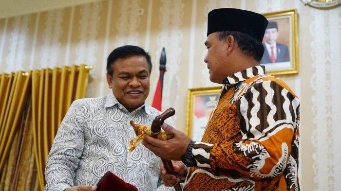 Pangdam Mayjen TNI Surawahadi Pamit di Bone, Bupati: Terima Kasih Jenderal