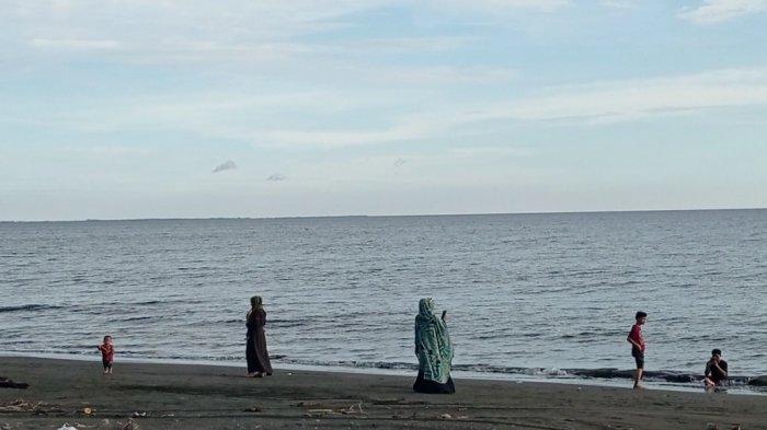 Libur Lebaran, Pantai Salopi Pinrang Sepi Pengunjung